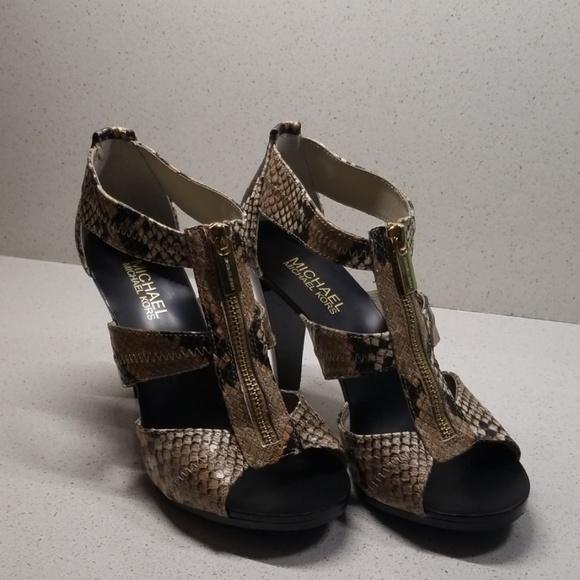 02ee70b56fc MICHAEL KORS womens high heels (size 7M). M 5c6cb20f3c984495e9e177f5